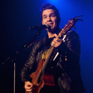 andy_grammer_jingle_jam3-620x400